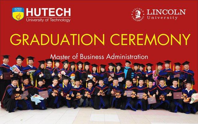 Niềm vui của học viên MBA Lincoln trong lễ trao bằng tốt nghiệp.