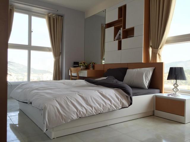 Phòng ngủ được thiết kế với nhiều ánh sáng và gió tự nhiên.