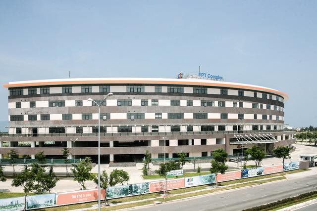 FPT Complex hiện đang là nơi làm việc của hơn 3.000 kĩ sư CNTT và kế hoạch phát triển lên 10.000 nhân viên trong 5 năm tới.