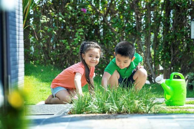 Môi trường an ninh tuyệt đối, hòa nhịp trong không gian xanh trong lành là điều kiện tuyệt vời để con trẻ học tập và phát triển.