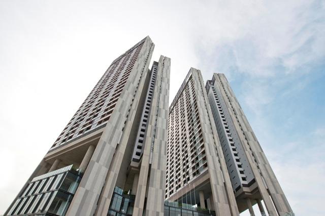 Cho đến nay, Dolphin Plaza là công trình nhà ở duy nhất đoạt giải thưởng Kiến trúc quốc gia, đạt chứng nhận căn hộ 5 sao.
