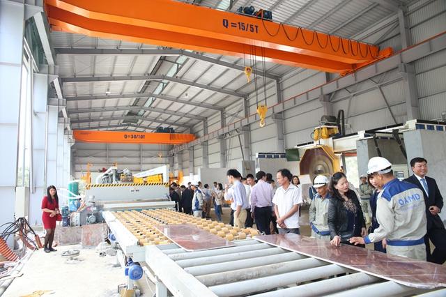 Xưởng sản xuất đá nhà máy AMDSTONE được trang bị hệ thống máy móc hiện đại, công nghệ tiên tiến.