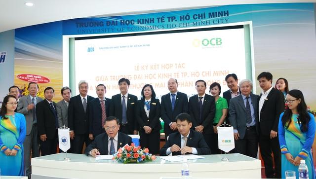 GS.TS Nguyễn Đông Phong – Hiệu trưởng UEH và Ông Nguyễn Đình Tùng – Tổng Giám đốc OCB kí kết thỏa thuận hợp tác lần 2.