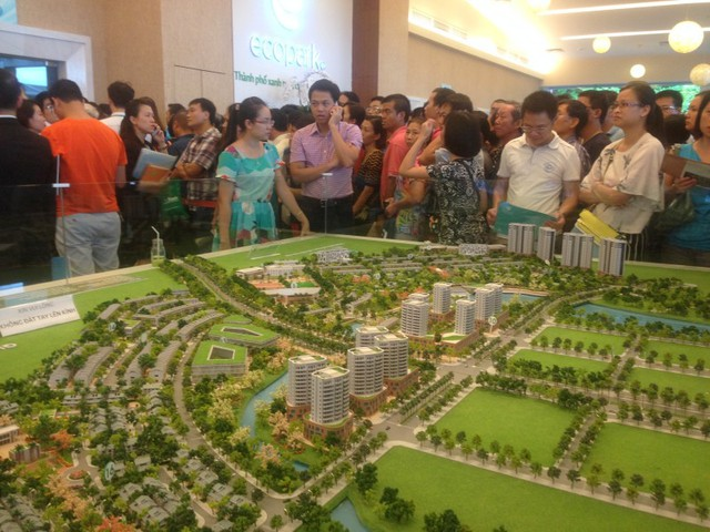 Dù cách trung tâm Hà Nội đến 15km, những dự án nhà liền kề, biệt thự như Aqua Bay vẫn thu hút nhà đầu tư quan tâm.