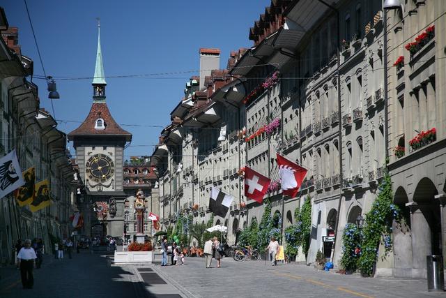 Phố Kramgasse, Bern, Switzerland được xây dựng theo kiến trúc Baroque – được UNESCO công nhận top 5 đường phố mua sắm đẹp nhất trên thế giới. (Nguồn: Internet).