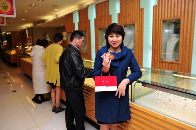 Nhiều người đã mua trọn bộ Kim Dậu Lộc (1 chỉ) - Kim Dậu Phát (2 chỉ) - Kim Dậu Tài (5 chỉ) trước ngày Ngày Thần Tài năm Đinh Dậu 2017.