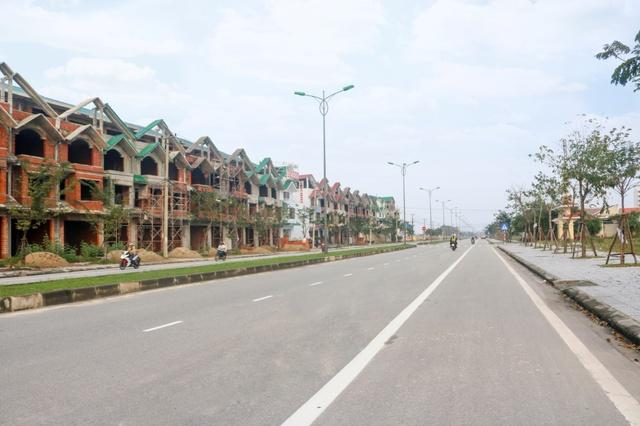 Dự án Huế Green City mặt tiền trục đường 36m - Tỉnh lộ 10 đã được đầu tư xây dựng thành dãy phố thương mại sầm uất (Hình ảnh thực tế tháng 01/2017).