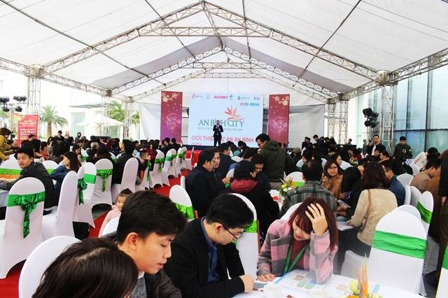 Tất cả các buổi mở bán An Bình City đều đông nghịt khách hàng tham dự.