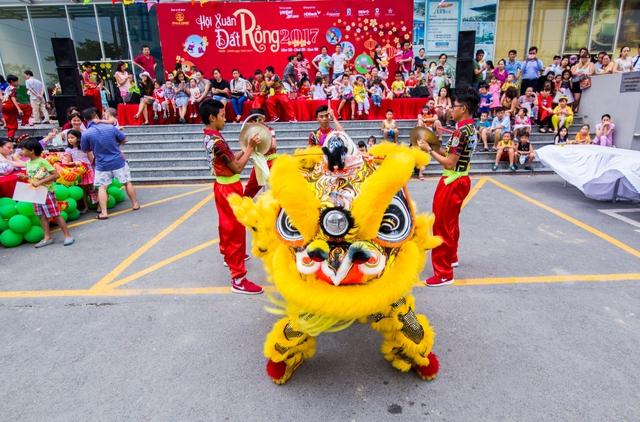 Cư dân Dragon Hill còn được Chủ đầu tư Phú Long chú trọng xây dựng đời sống văn hóa, nhân văn bằng việc tổ chức các sự kiện cộng đồng vào những dịp Lễ, Tết.
