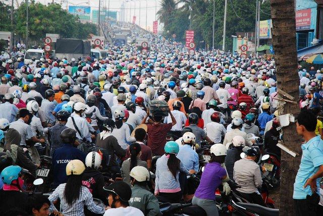 Kẹt xe tại những tuyến đường trọng điểm Sài Gòn đã ảnh hưởng trực tiếp đến đời sống, sức khỏe của người dân. Nguồn: Internet.