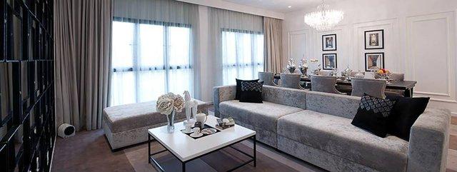 Không gian phòng khách thoáng đãng cùng lối kiến trúc sang trọng, hiện đại.