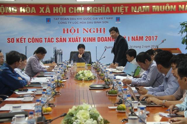 Ông Trần Ngọc Nguyên TGĐ BSR báo cáo tình hình sản xuất kinh doanh quí I năm 2017.