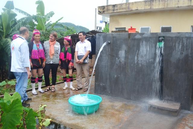 Xã hội hóa cấp nước sạch cho người nghèo (Ảnh: internet).