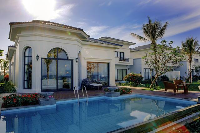 Hồ bơi riêng cho mỗi căn biệt thự.
