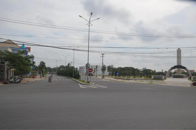 Đường trục chính KĐTM Điện Nam - Điện Ngọc do Tập đoàn Đất Quảng đầu tư xây dựng.