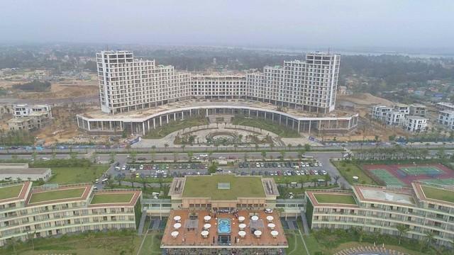 FLC Grand Hotel 15 tầng thuộc giai đoạn 2 của FLC Sầm Sơn đang gấp rút được hoàn thiện và đi vào bàn giao.