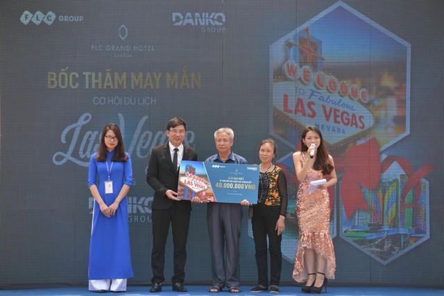 Khách hàng Nguyễn Quốc Trị (Hà Nội) giành giải Đặc biệt 01 chuyến du lịch Las Vegas Mỹ - chủ nhân của căn hộ khách sạn 5 sao FLC Grand Hotel.
