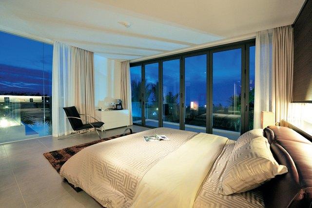 Thiết kế phòng ngủ trang nhã, tinh tế với tầm nhìn hướng biển tại Blue Sapphire Resort