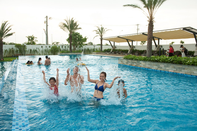Khu hồ bơi 4000 m2 và các tiện ích nội khu đã đưa vào sử dụng