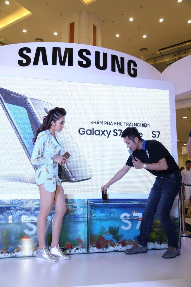 Galaxy S7 và Galaxy S7 edge tự tin khoe khả năng kháng bụi, nước