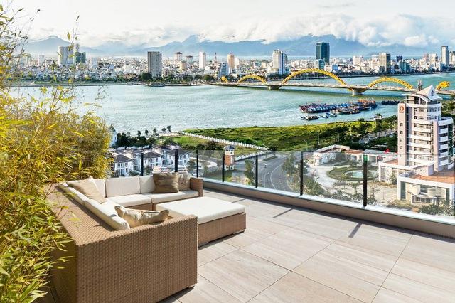 Ngắm cầu rồng – sông Hàn – cửa biển và núi Sơn Trà từ sân vườn penthouse tầng 18 dự án