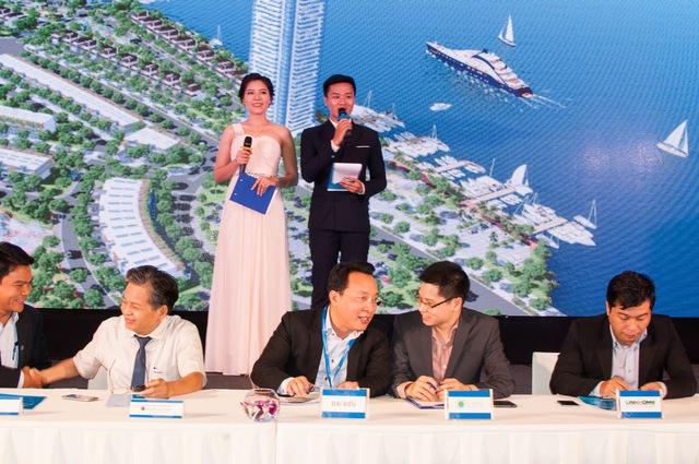 Ông Trần Ngọc Thành - Tổng giám đốc Đất Xanh Miền trung và Ông Nguyễn Đức Tài - Tổng giám đốc Lumi Việt Nam tại lễ ký kết hợp tác.