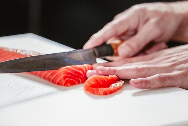 Sashimi cá hồi chuẩn tươi ngon tại nhà - Ảnh 4.