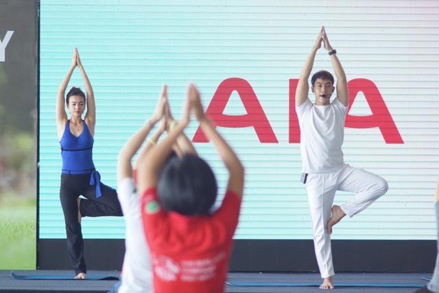 Các mẹ lại đắm mình trong không gian thư giãn tại các giờ học yoga với các bài tập đơn giản để tập hàng ngày ở nhà
