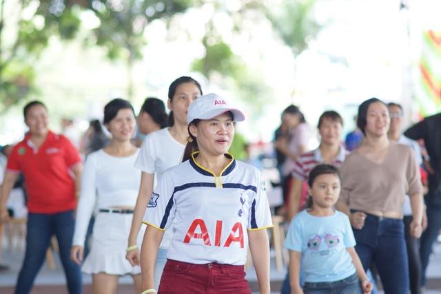 Các màn nhảy flashmob sôi động đã thu hút các thành viên trong gia đình cùng tham gia