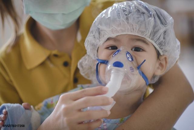 Phòng chống bệnh hô hấp cho trẻ trong thời điểm giao mùa - Ảnh 1.