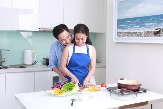 """Đinh Đức Hoàng: """"Chia sẻ bếp núc hay vấn đề nào của vợ chồng cũng nên giải quyết bằng tâm tình"""". - Ảnh 2."""