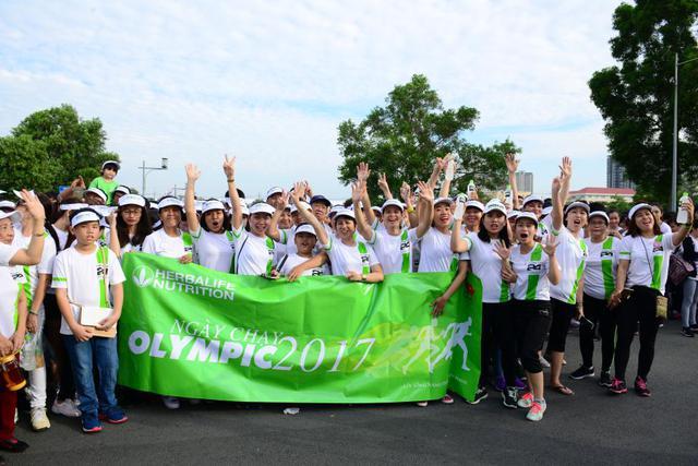 Những khoảnh khắc ấn tượng của Ngày chạy Olympic 2017 - Ảnh 4.