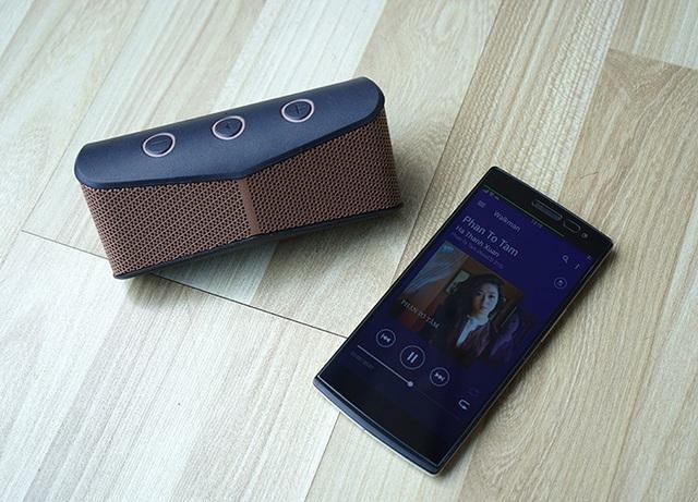Nhạc - Đồ chơi số • Tín đồ âm nhạc và thời trang phát cuồng 'Dùng thử loa Bluetooth 30 ngày' • http://i.imgur.com/ElehBnx.jpg • Nằm trong bộ sưu tập GÉ 2015, Loa Bluetooth Sony SRS – X11 được giới chuyên... Img20160721092318814