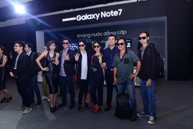 """samsung - Mobile • Galaxy Note7 - """"Vũ khí bí mật"""" chinh phục chuyên gia công nghệ, thắng lớn trước ngày mở bán • http://i.imgur.com/ZtdfJYg.jpg • Chiều 10/08, Samsung đã chính thức giới thiệu Galaxy Note7 như... Img20160815111529545"""