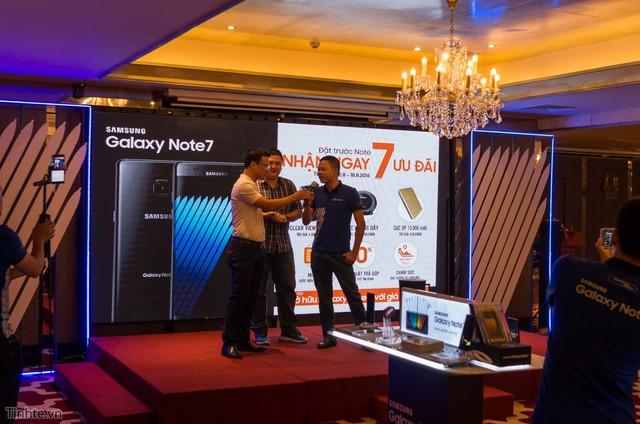 Mobile - Mobile • Háo hức trải nghiệm Samsung Galaxy S7 đầu tiên tại Hà Nội • http://i.imgur.com/DTqpih9.jpg • Tối ngày 13/8, Viettel Store phối hợp với Hãng Samsung tổ chức chương trình Tech offline cho các Sam... Img20160815160312394