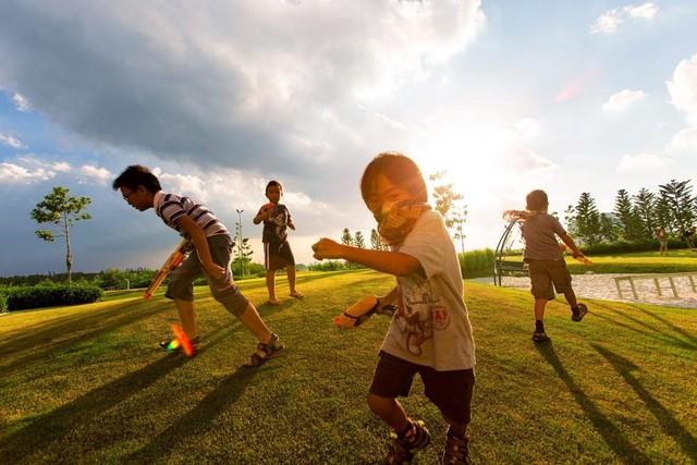Trẻ em ở Đảo là những cư dân nhí năng động và nhanh nhẹn nhờ những trò chơi ngoài trời