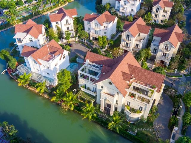 Những căn biệt thự sang trọng bên thiên nhiên xanh mát là mơ ước của hầu hết người mua nhà