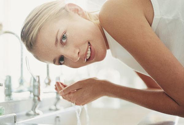 Bật mí cách rửa mặt cho làn da sáng mịn 1