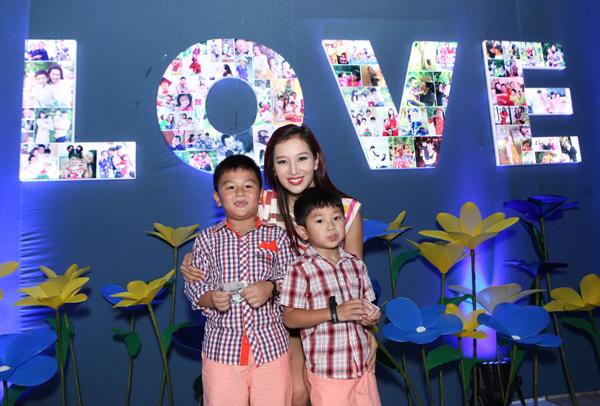 Ngày cuối tuần đáng nhớ của mẹ con sao Việt 3