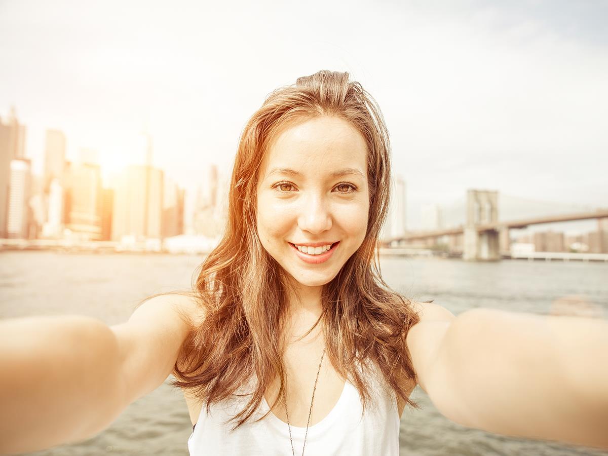4 tuyệt chiêu selfie để có những tấm hình ảo tung chảo - Ảnh 1.