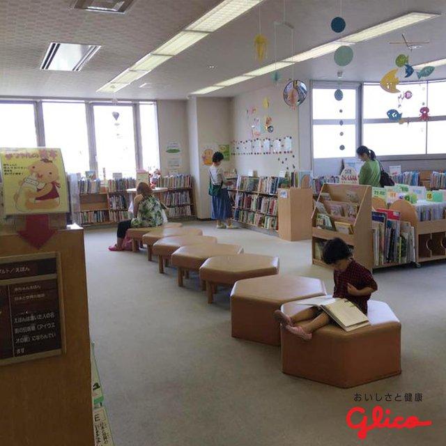 Trẻ em Nhật đọc sách từ khi chưa biết chữ - Ảnh 3.