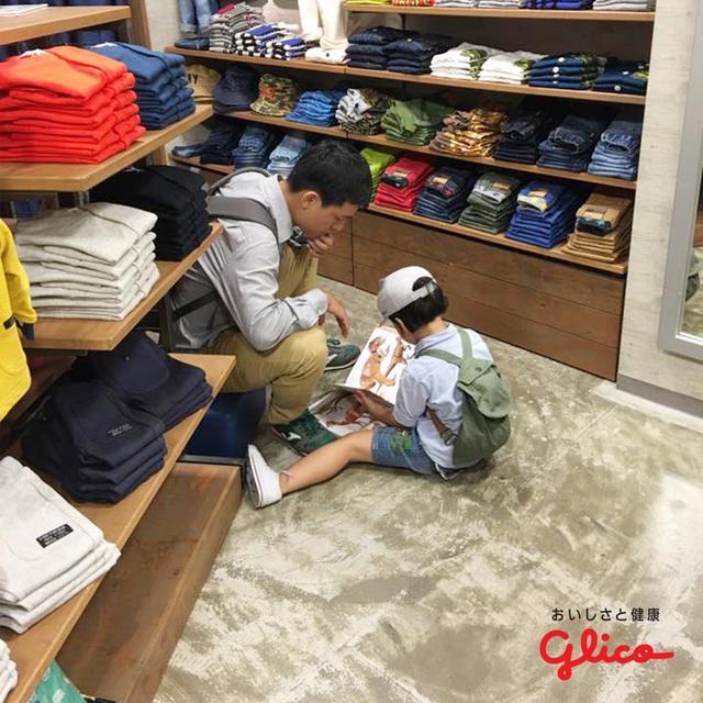 Trẻ em Nhật đọc sách từ khi chưa biết chữ - Ảnh 4.
