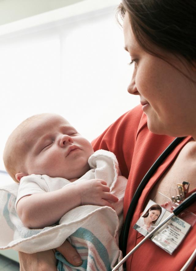 Chăm sóc bé sinh non: Yêu thương từ những điều tinh tế nhất - Ảnh 1.